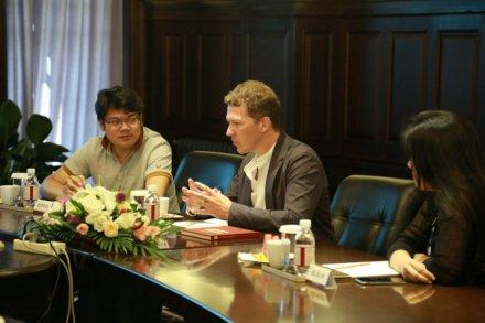 天津茱莉亚学院执行总裁兼首席执行官卜怡明访问集团公司