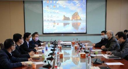 肖焰恒与青岛城市建设集团客人座谈